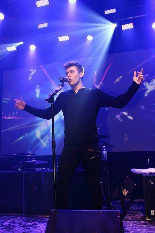 Tyler Matl in concert